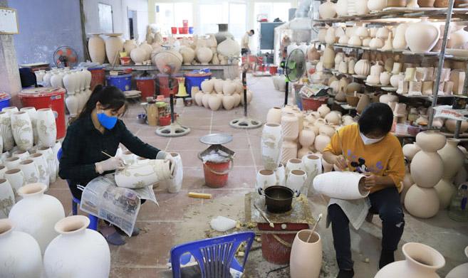 Các làng nghề Hà Nội: Tích cực khôi phục sản xuất