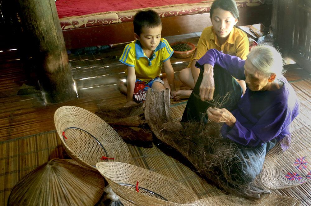 Nón lá đong đầy ''hồn Việt Bắc''