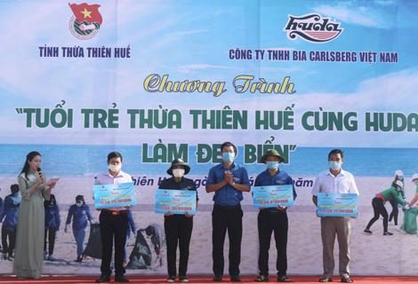 Tuổi trẻ Thừa Thiên Huế cùng Huda làm đẹp biển