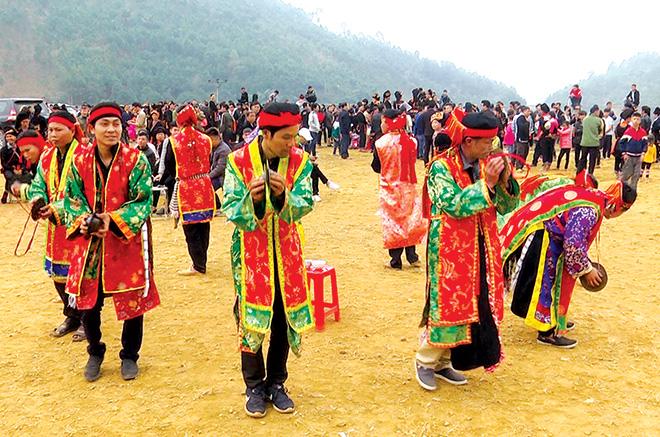 Múa rùa - điệu múa độc đáo của người Dao (Yên Bái)