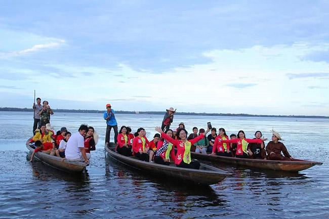 Du ngoạn thưởng xuân với suối, biển, đầm ở Bình Định
