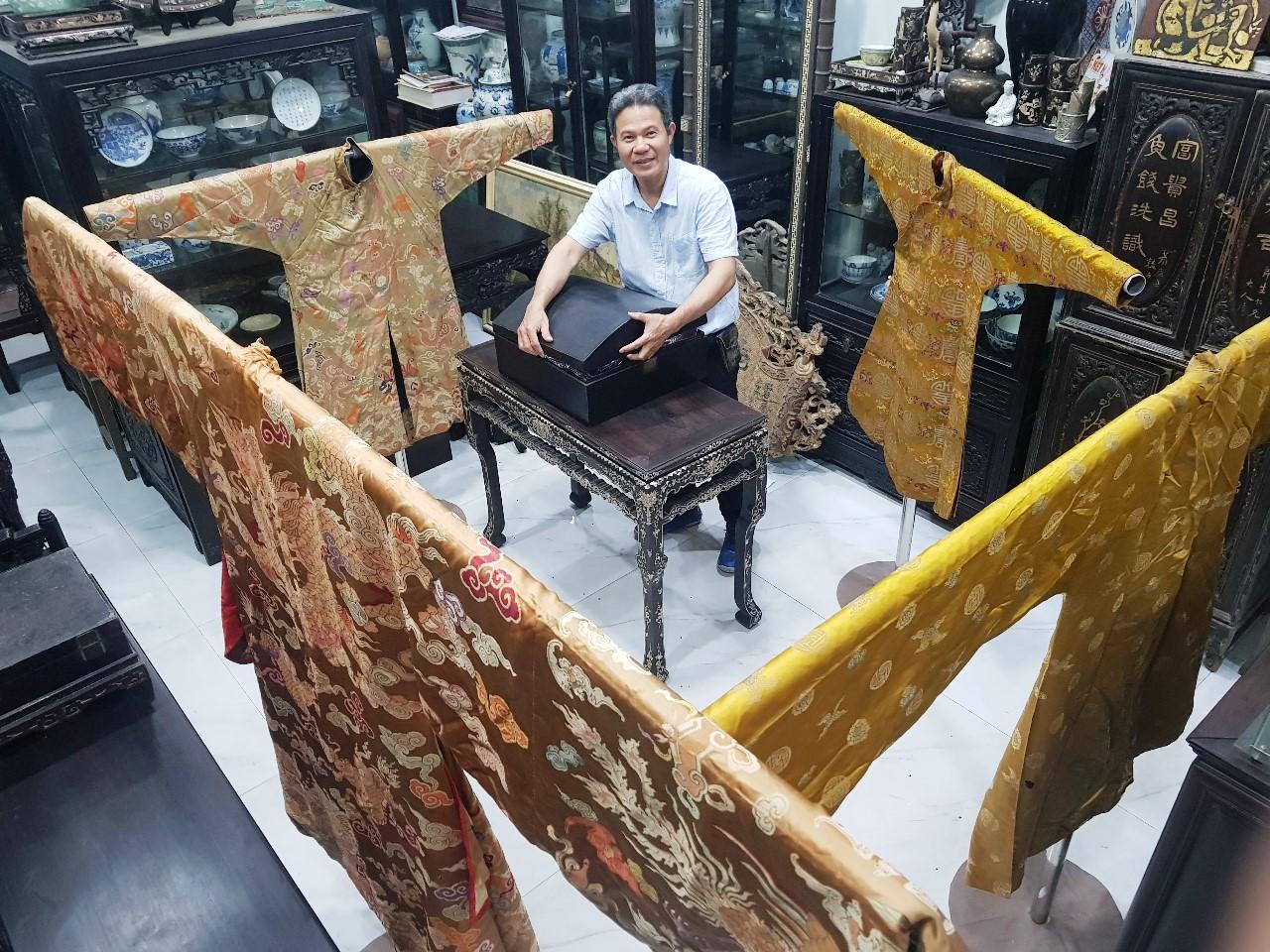 Ngắm bộ sưu tập cá nhân trang phục triều Nguyễn hiếm có tại Huế