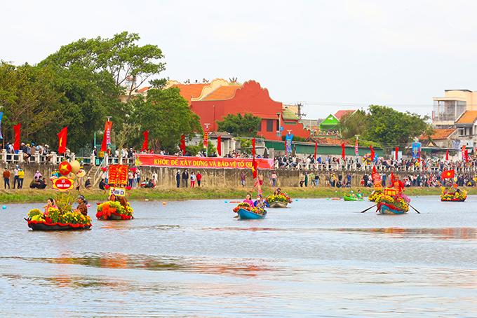 Nét đẹp lễ hội đua thuyền trên sông Dinh