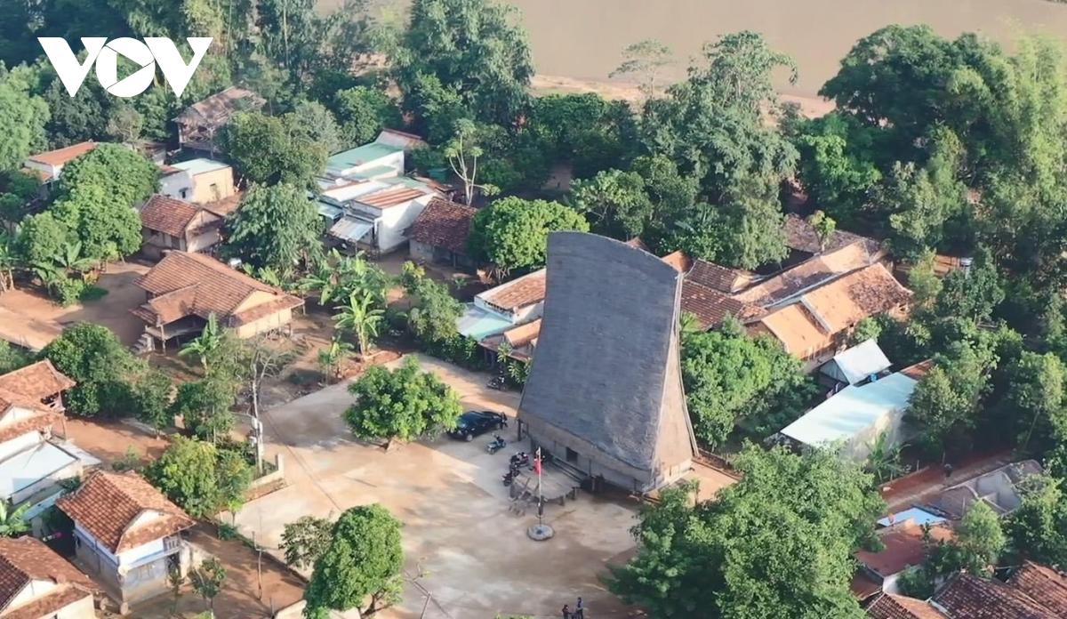 Những người Ba Na ở Kon Tum làm du lịch cộng đồng