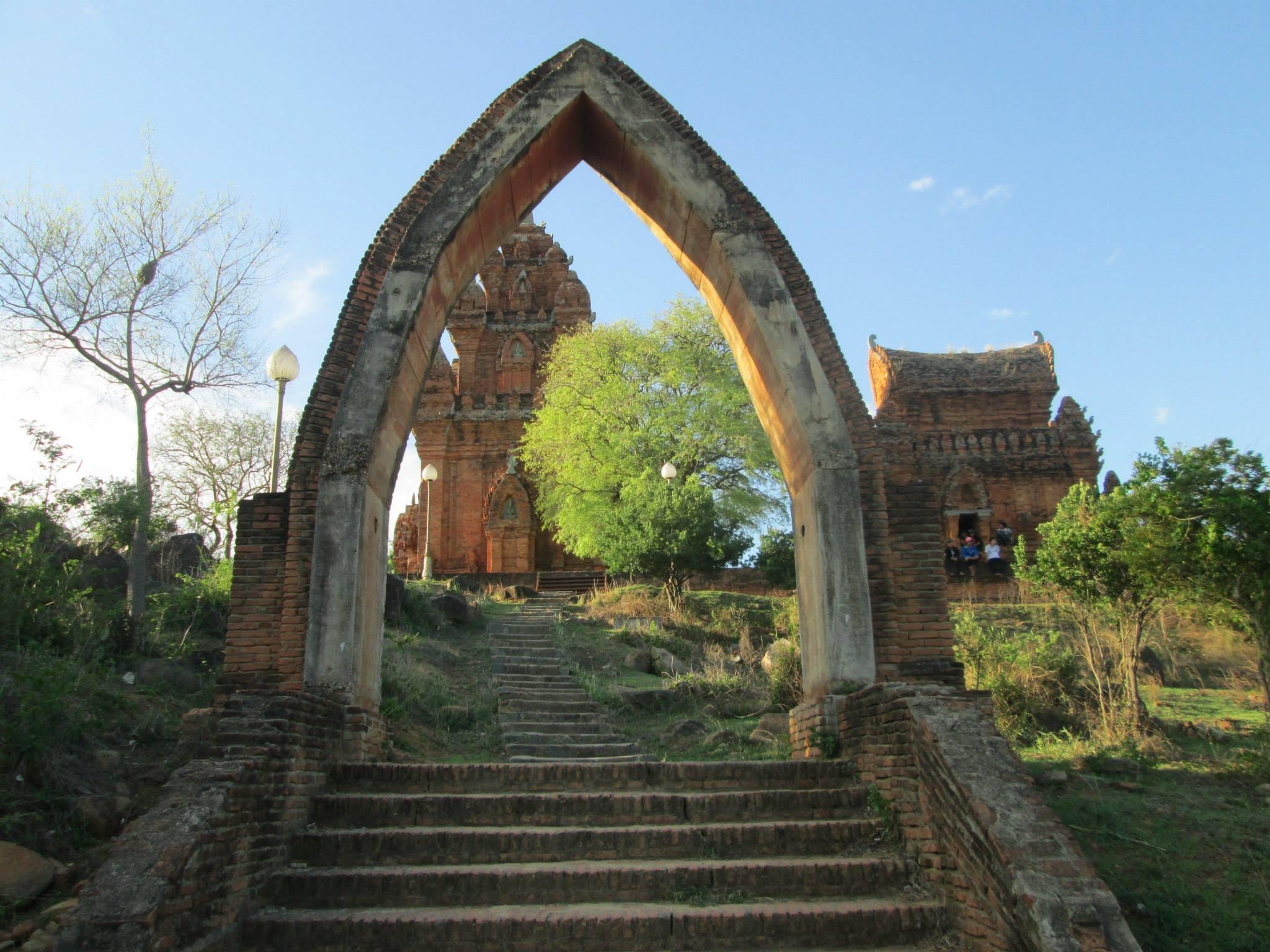Bảo tồn, phát huy bản sắc văn hóa dân tộc gắn với phát triển du lịch tỉnh Ninh Thuận