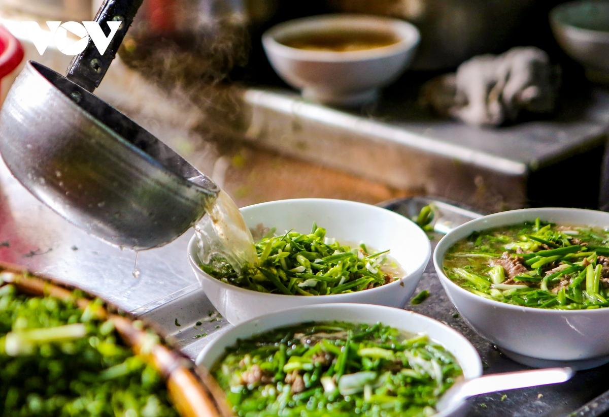 """Du khách Việt """"chấm điểm"""" Hà Nội, TP.HCM đứng top đầu về ẩm thực truyền thống và đường phố"""