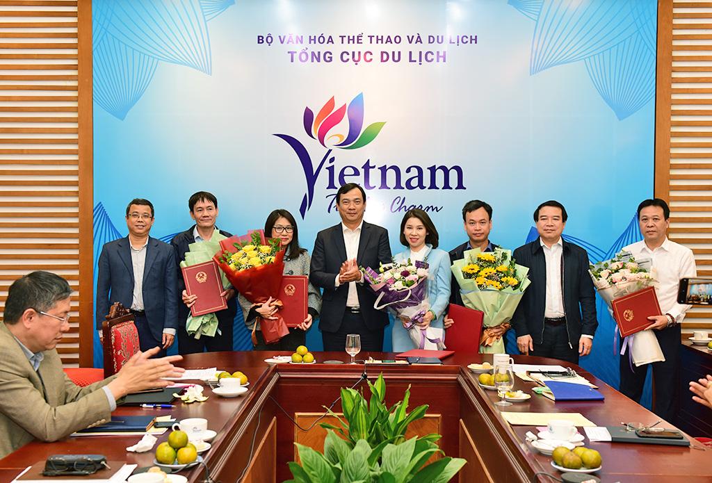 Tổng cục trưởng Nguyễn Trùng Khánh trao Quyết định bổ nhiệm lại lãnh đạo cấp Vụ và tương đương