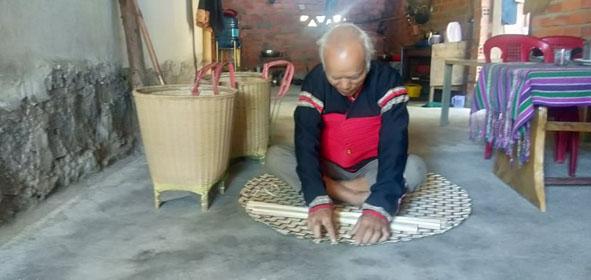 Gìn giữ nghề đan lát truyền thống của đồng bào Êđê ở Đắk Lắk