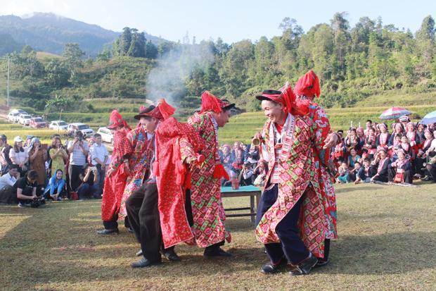 Đặc sắc điệu múa Bắt rùa của người Dao đỏ