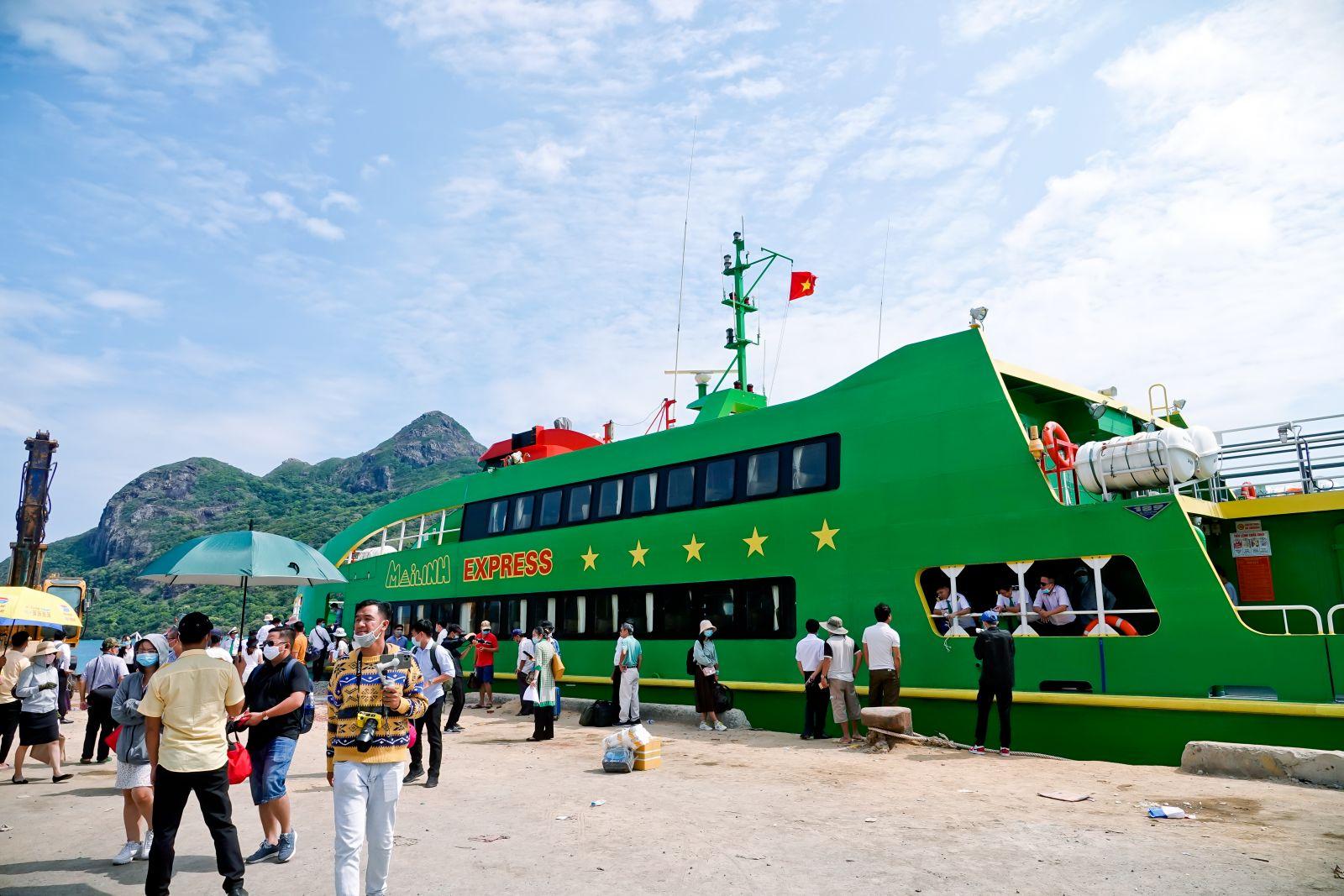 Trải nghiệm trên tàu cao tốc 5 sao Mai Linh Express