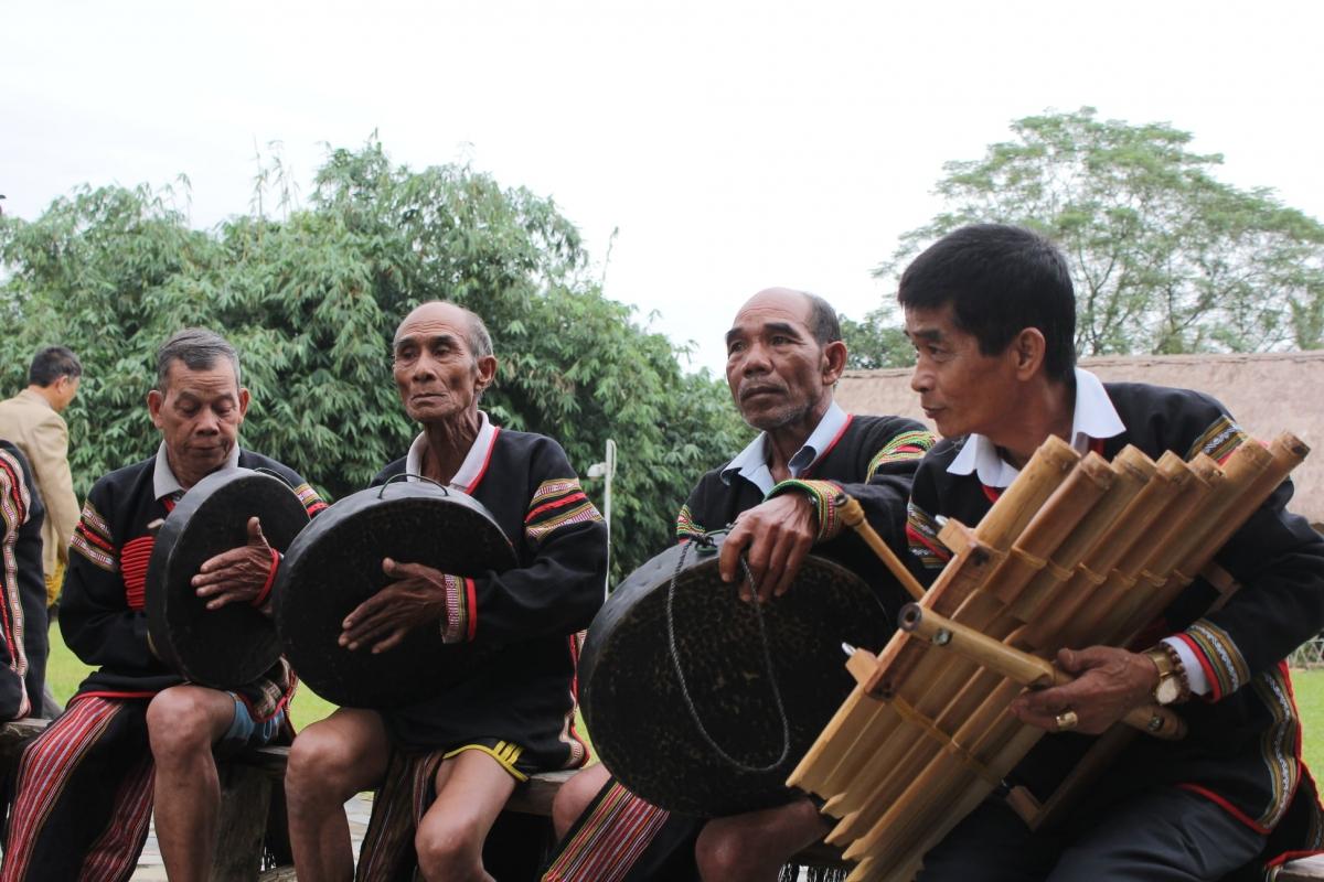Trình diễn Cồng chiêng Tây Nguyên, Ca trù, Nhã nhạc cung đình Huế… tại Hà Nội