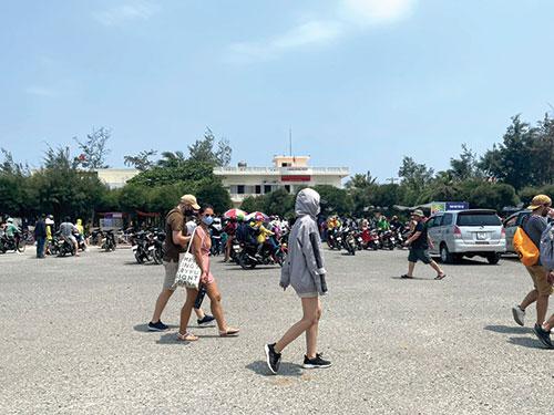 Bình Thuận: Khách sạn, homestay Phú Quý kín phòng mùa du lịch