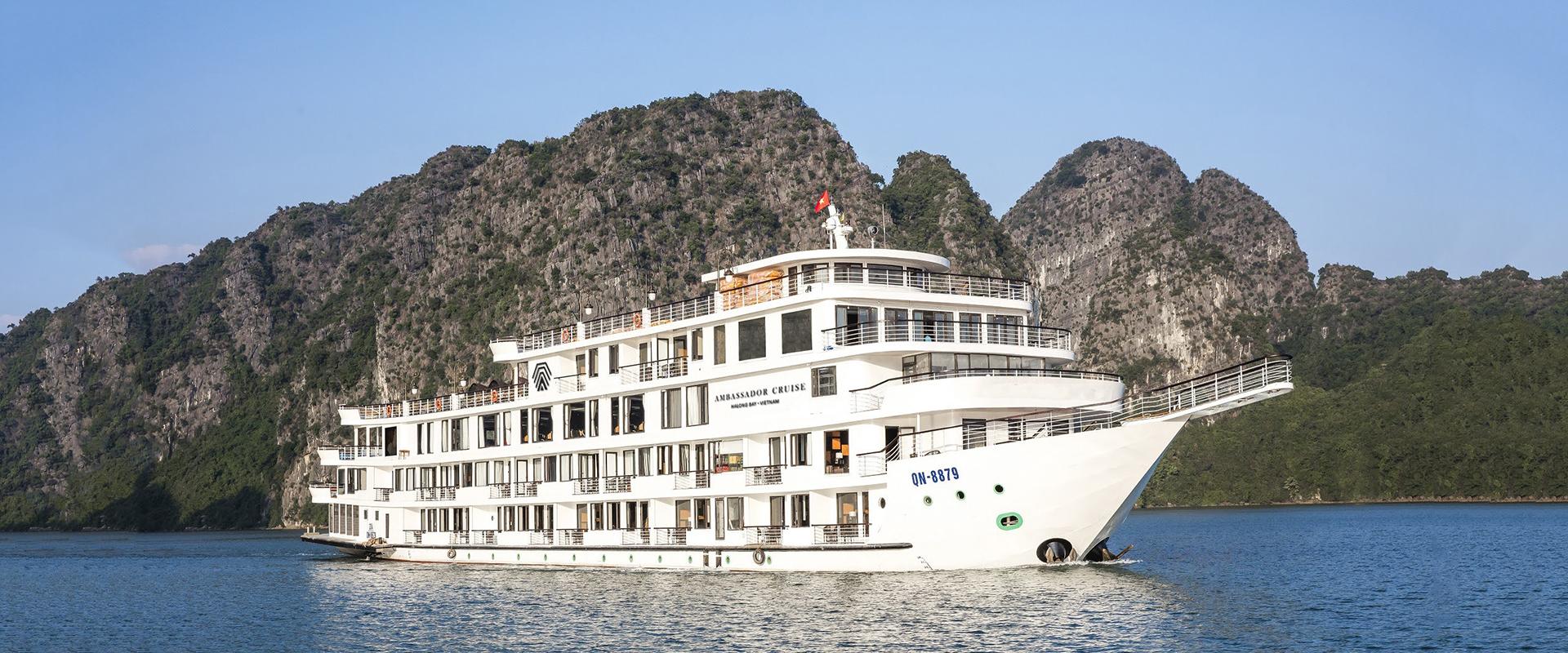 Ra mắt du thuyền năm sao trên Vịnh Hạ Long
