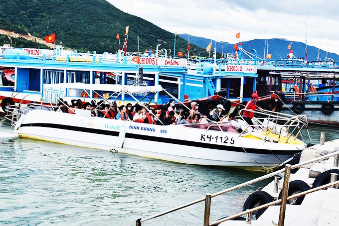 Khánh Hòa: Khách đi tour vịnh Nha Trang tăng
