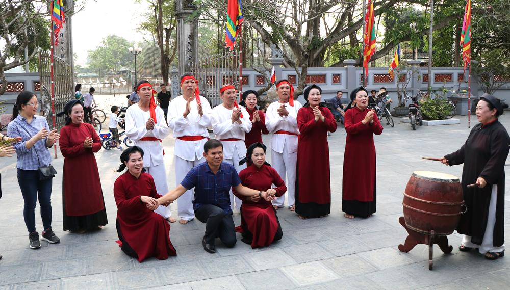 Trình diễn Hát Xoan tại Đình Hùng Lô, Phú Thọ