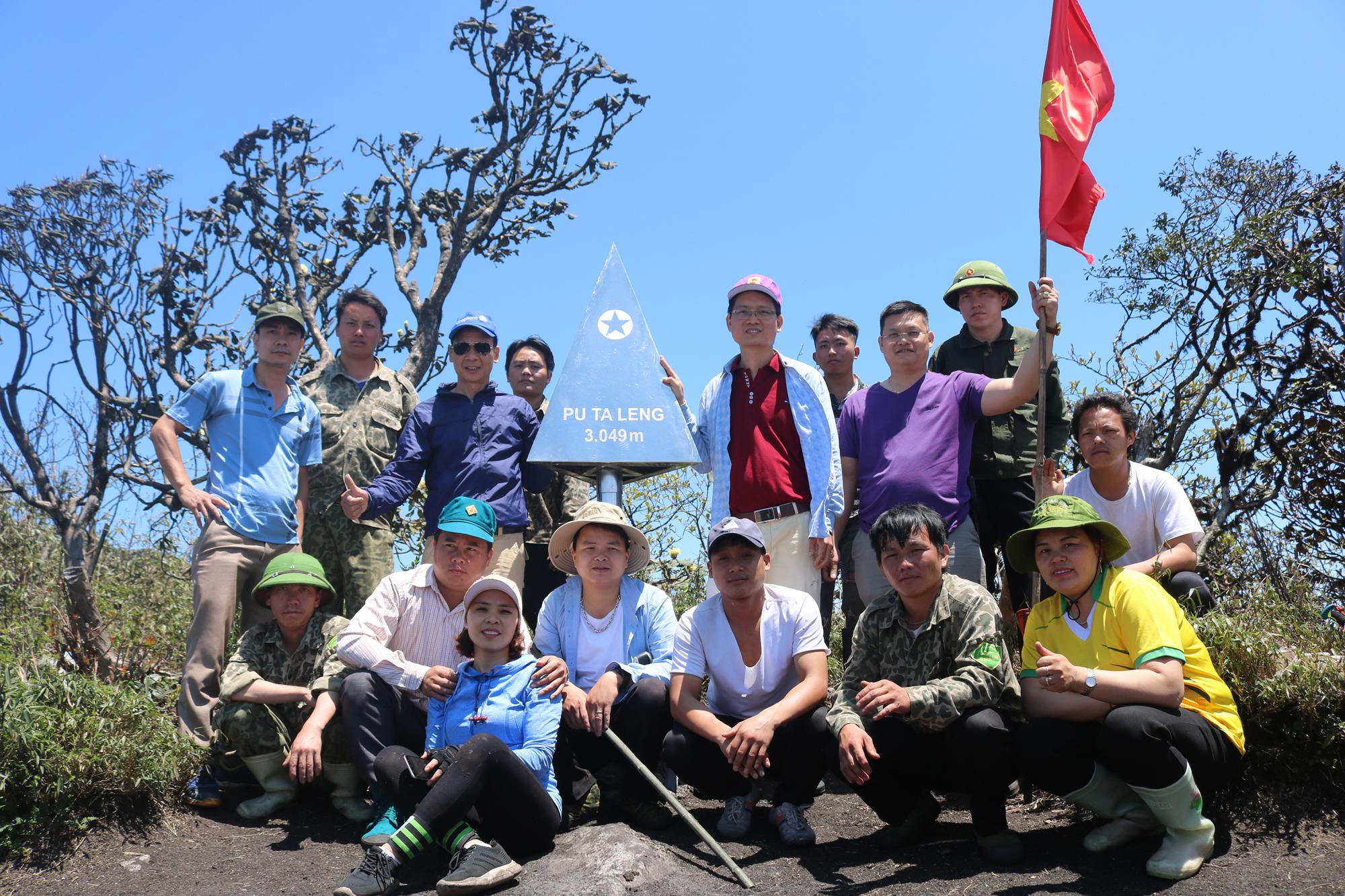 Bát Xát (Lào Cai): Khảo sát tuyến đường lên đỉnh Pu Ta Leng
