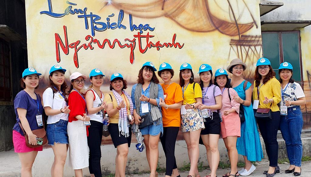 """Đoàn famtrip """"Miền Trung đón bạn"""" khảo sát các tuyến điểm cộng đồng ở Huế"""