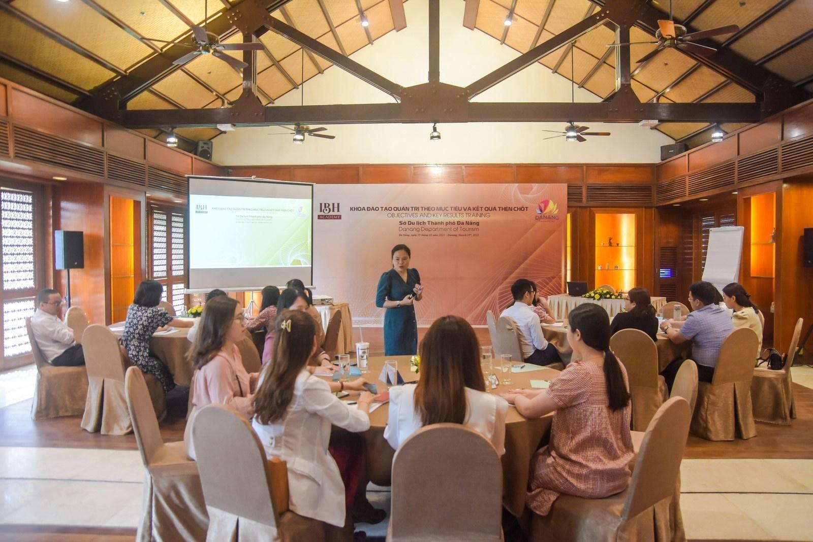Học viện Đào tạo IBH hoàn thành nhiều khóa học nâng cao kiến thức, nghiệp vụ ngành du lịch