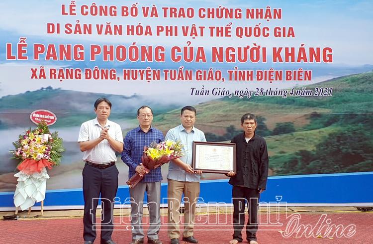 Công bố, trao Chứng nhận di sản văn hóa phi vật thể quốc gia đối với Lễ Pang Phoóng của dân tộc Kháng