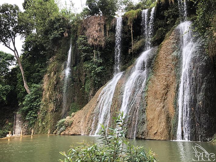 Xanh mát thác Dải Yếm Mộc Châu- Sơn La