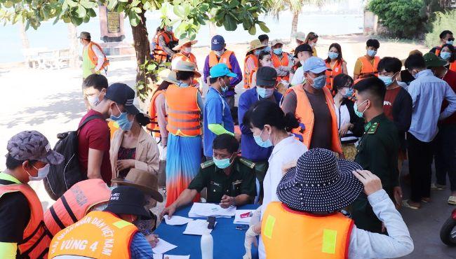 Bình Định: Lập điểm khai báo y tế tại Trạm Kiểm soát biên phòng Mũi Tấn