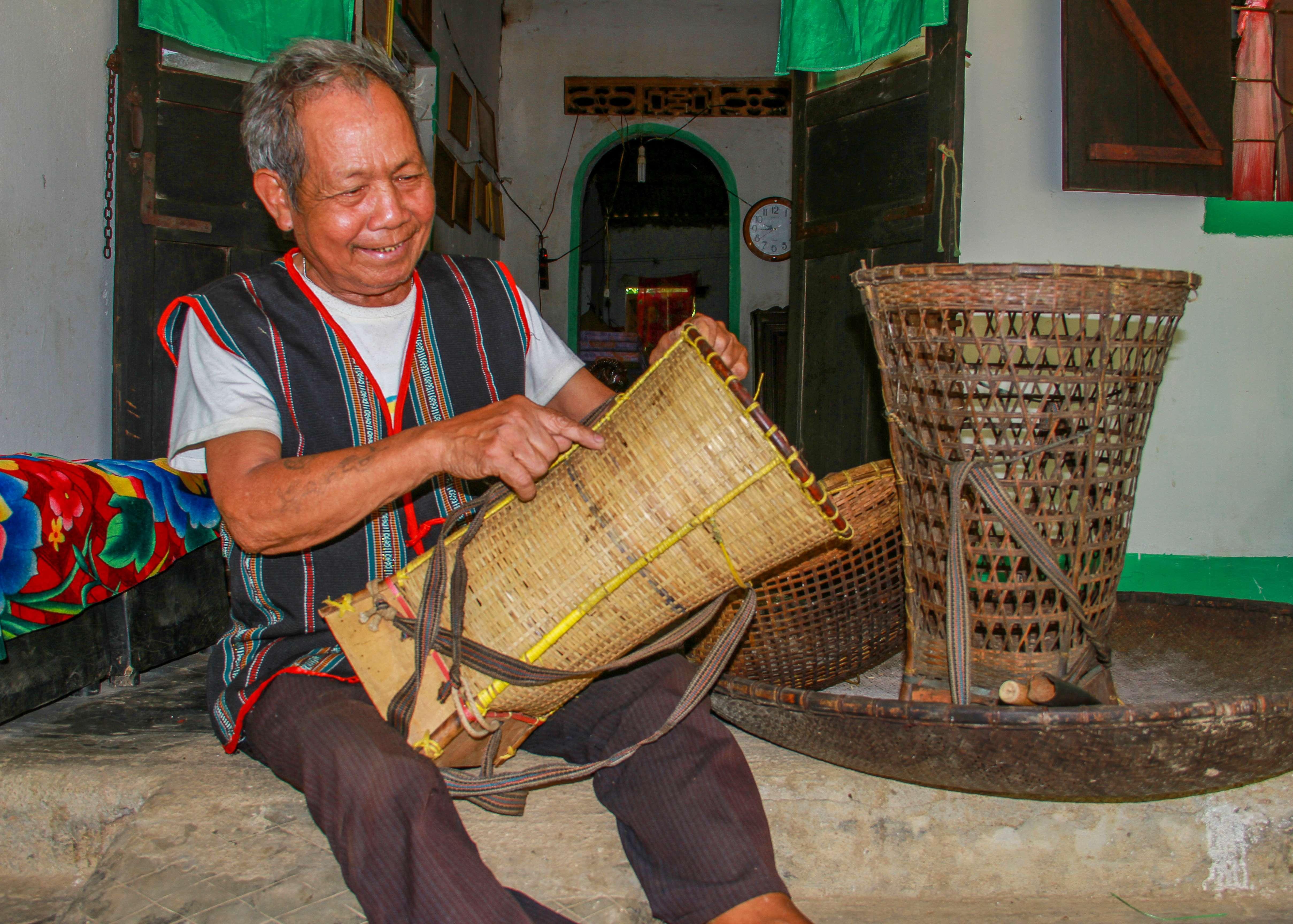 Nghệ nhân giữ nghề đan lát của người Ba Na