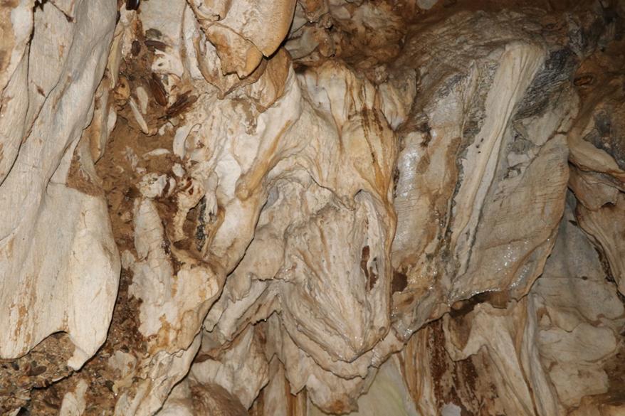 Khám phá danh lam thắng cảnh hang động Bản Khá (Điện Biên)