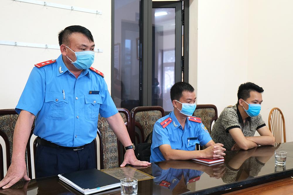 """Xử phạt hành vi vi phạm của lái xe """"taxi dù"""" qua phản ánh của du khách nước ngoài trên ứng dụng Du lịch Việt Nam an toàn của Tổng cục Du lịch"""