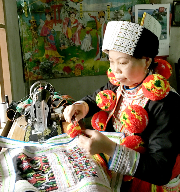 Lưu giữ nghề thêu truyền thống của người Dao đỏ