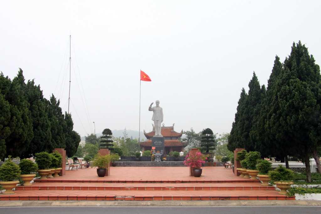 Quảng Ninh: Bảo vệ môi trường khu di tích, danh thắng