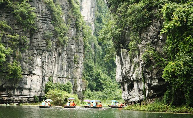 Ninh Bình: Phát triển du lịch gắn với bảo vệ tài nguyên