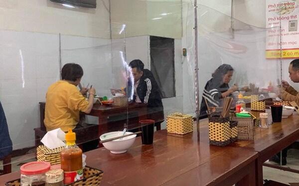 Hôm nay, Hà Nội mở cửa trở lại dịch vụ cắt tóc, ăn, uống trong nhà