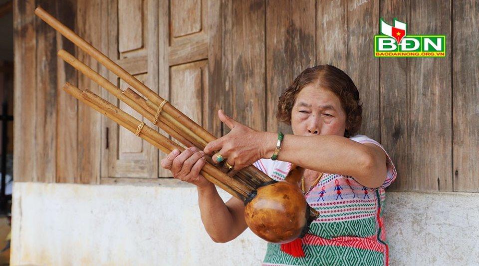 Khèn bầu 6 ống của người Mạ ở Đắk Nông