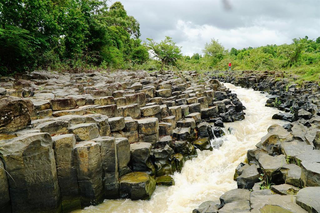 Khảo sát bãi đá cổ triệu năm ở Gia Lai phục vụ du lịch