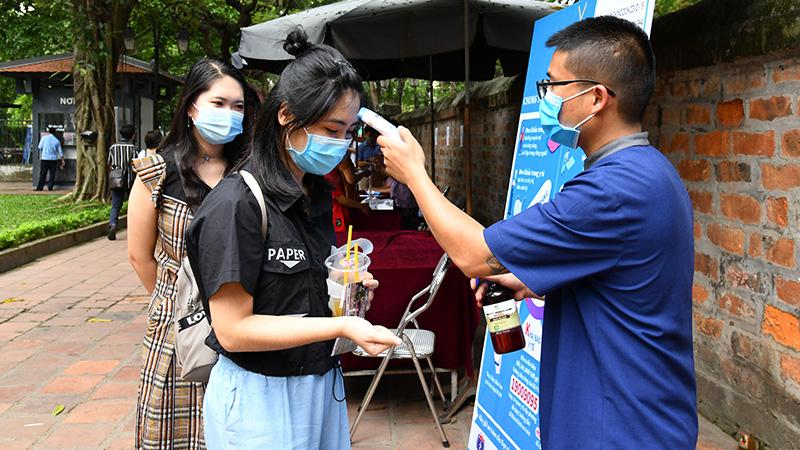 Hỗ trợ thông tin cho hơn 1.200 khách du lịch đến Hà Nội