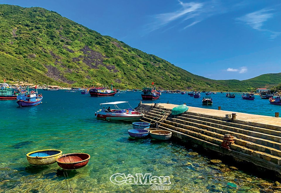 Khánh Hòa: Biếc xanh đảo Bích Ðầm