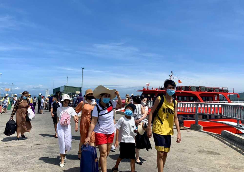Cô Tô (Quảng Ninh) đón hơn 1.000 khách du lịch dịp cuối tuần