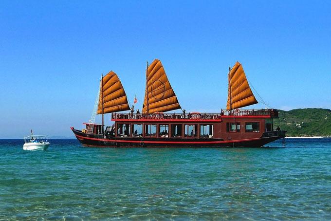Phê duyệt Đề án ''Xây dựng và quảng bá hình ảnh du lịch Nha Trang - Khánh Hòa gắn với hoạt động xúc tiến, thu hút tăng trưởng thị trường khách du lịch trọng điểm''