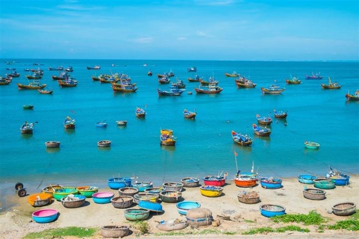 Có một làng chài đẹp mê ly với những chiếc thuyền thúng đầy màu sắc ở Bình Thuận