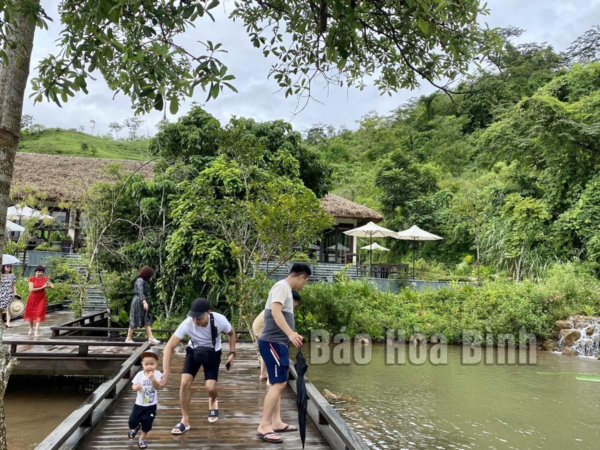 Hòa Bình: Du lịch huyện Mai Châu thực hiện ''mục tiêu kép''