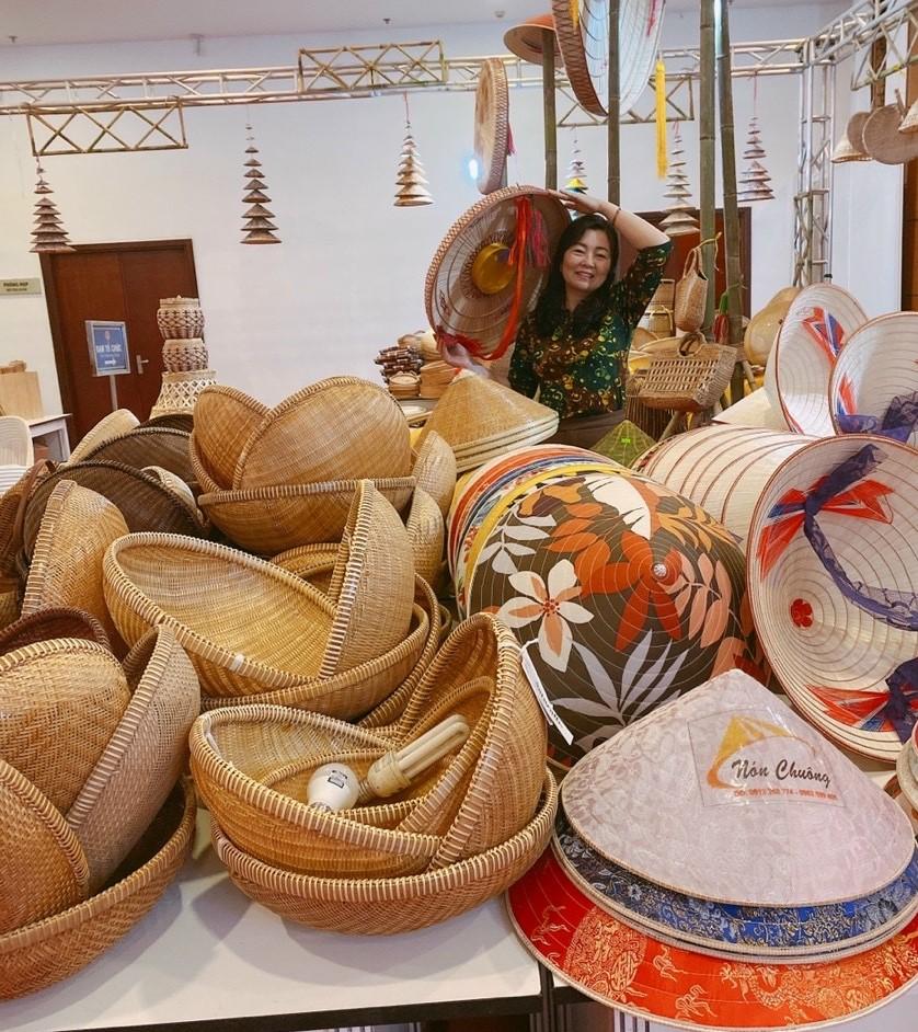Thừa Thiên Huế: Giữ nghề làm nón làng Chuông