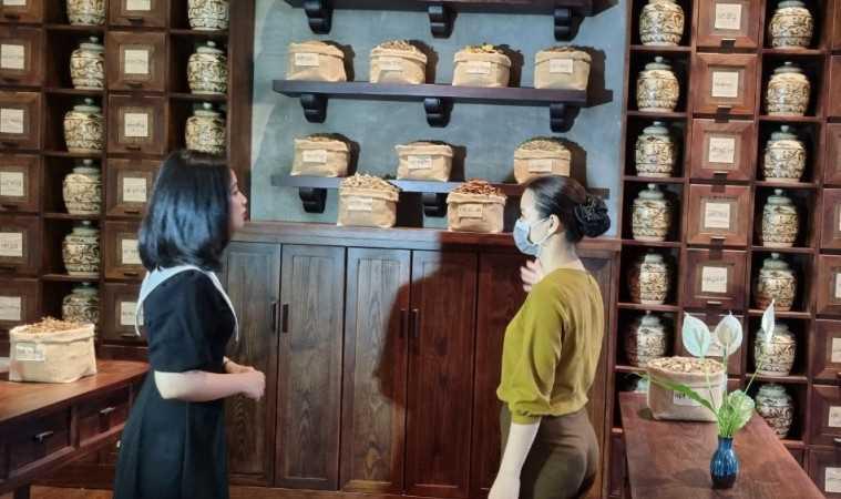 Thúc đẩy tiêm vắc xin Covid-19 cho lao động ngành du lịch ở Quảng Ninh