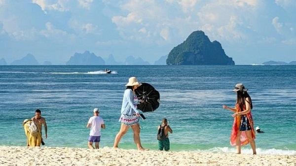 Thái Lan cấm khách du lịch sử dụng kem chống nắng gây hại cho san hô