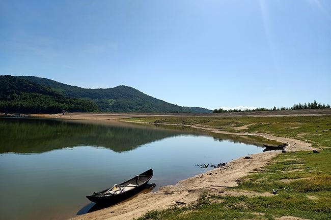 Bình Định: Trong xanh hồ Suối Tre