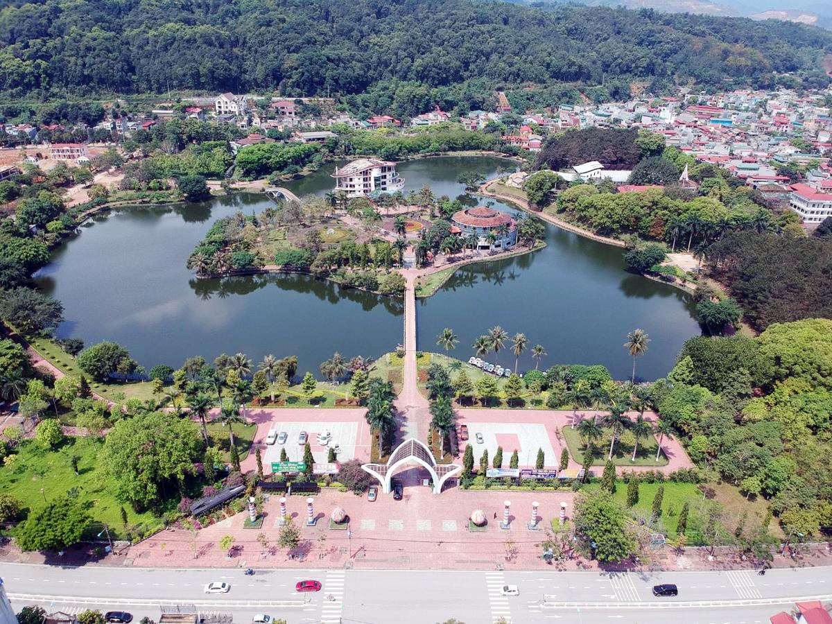 Lào Cai: Thành phố trong rừng