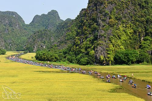 Ngành du lịch Ninh Bình thực hiện tốt công tác thông tin, xúc tiến, hỗ trợ khách du lịch và hợp tác quốc tế