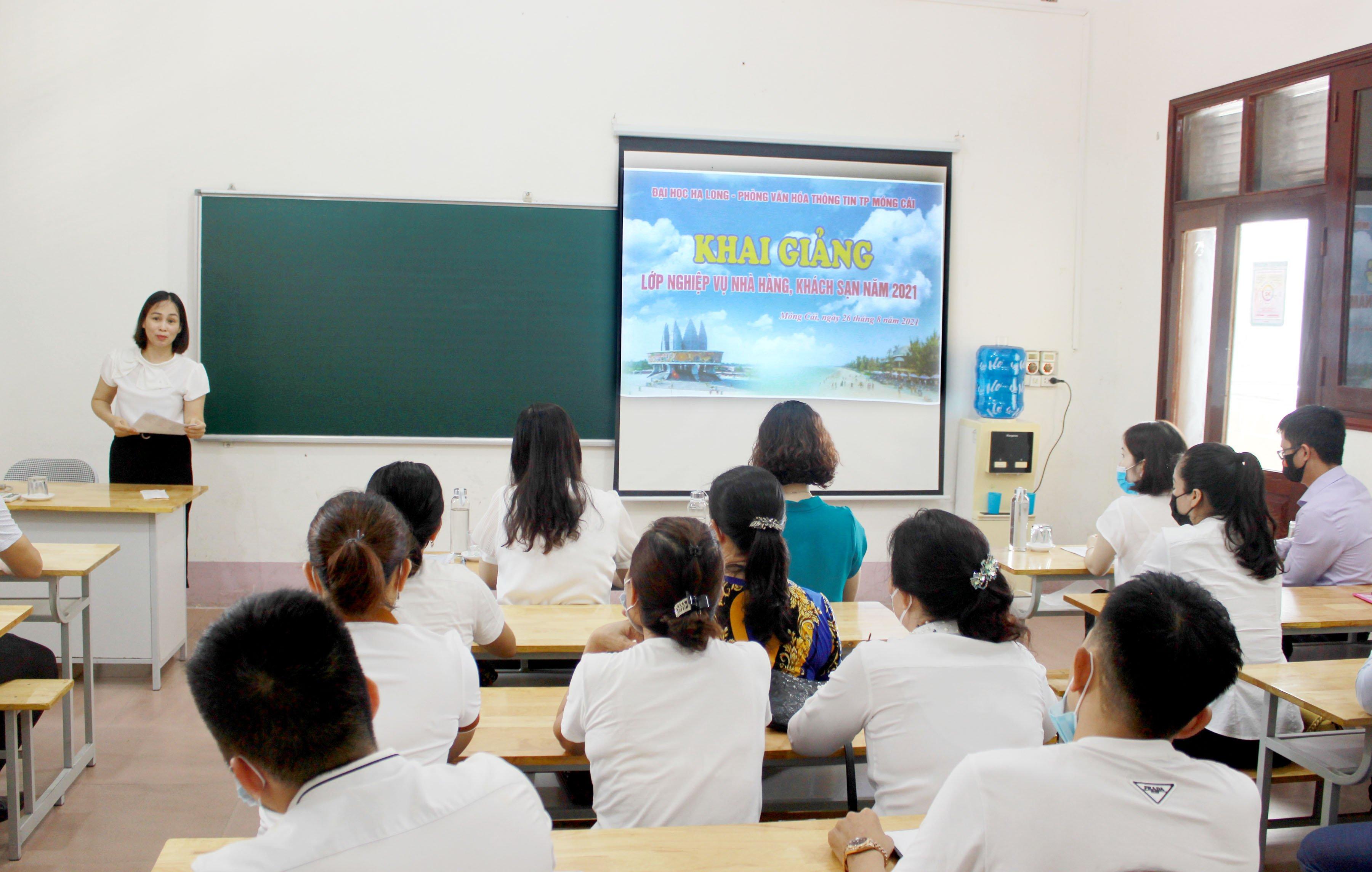 Móng Cái khai giảng lớp nghiệp vụ nhà hàng, khách sạn năm 2021