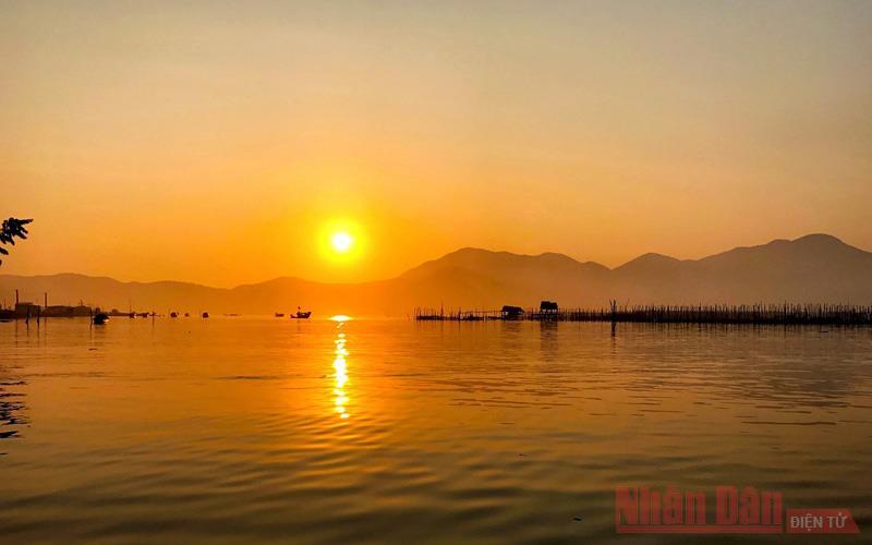 Thừa Thiên Huế: Lênh đênh đầm phá Cầu Hai, cửa biển Tư Hiền