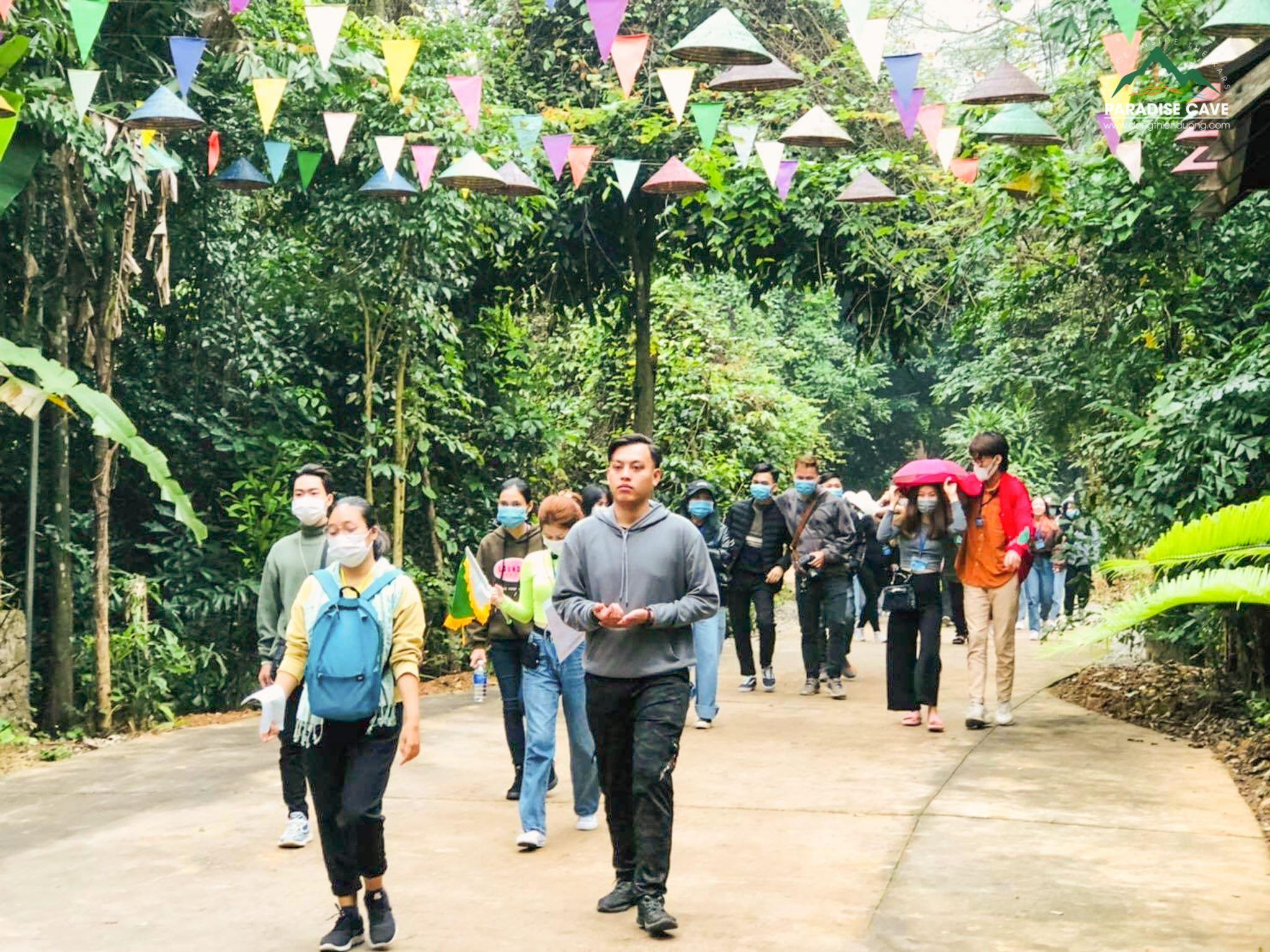 Quảng Bình tiến hành chi trả tiền hỗ trợ cho các hướng dẫn viên du lịch gặp khó khăn do Covid-19