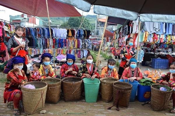 Chợ phiên thị trấn Tủa Chùa (Điện Biên)